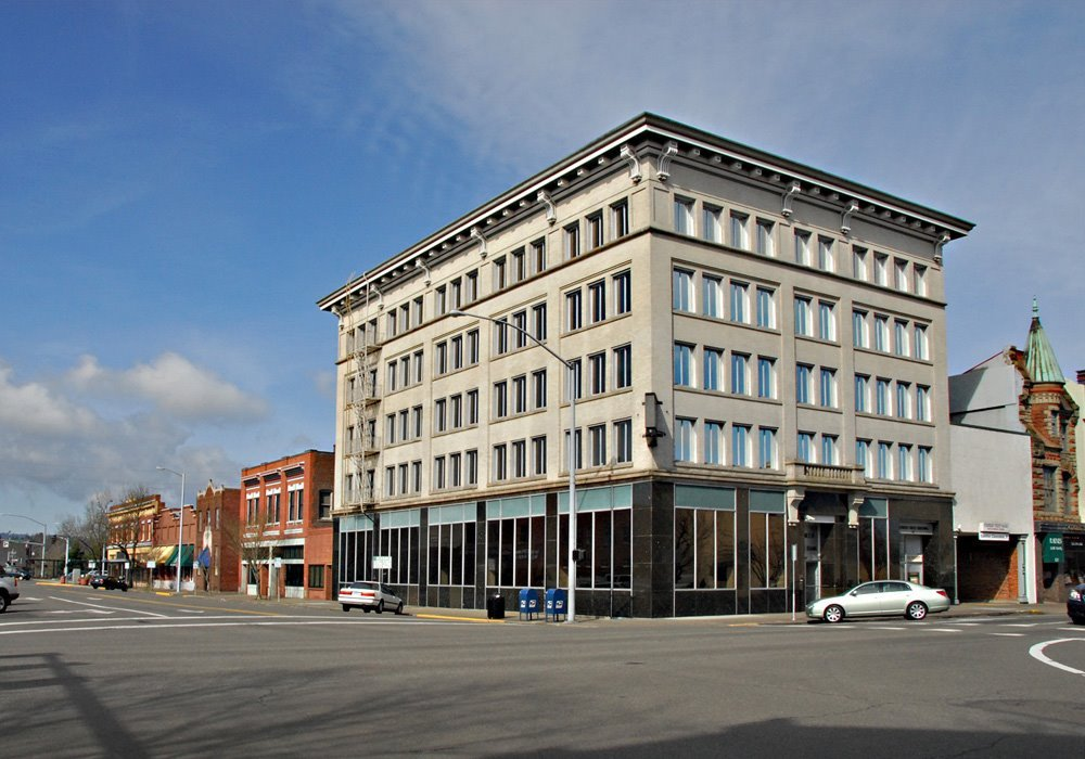 United States National Bank/Pioneer Trust 109-117 Commercial Street NE in CAN-DO (LL)